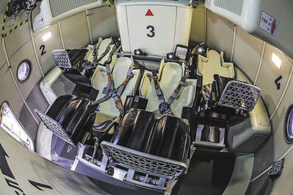 Кабина перспективного транспортного корабля нового поколения «Федерация» (макет). Фото М. Лысцевой