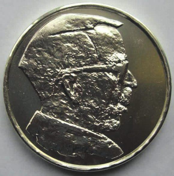 Финляндия в 1995 году выпустила тиражом 40 тыс. экз. серебряную монету (Ag-925) номиналом 100 марок, посвященную финскому биохимику Арттури Илмари Виртанену. Виртанен изучал фиксацию атмосферного азота бобовыми растениями, механизм образования в растениях витаминов и пигментов. В 1928–1929 годах разработал метод консервации кормов. В 1945 году получил Нобелевскую премию по химии за исследования и достижения в области сельского хозяйства и химии питательных веществ, особенно за метод консервации кормов. Виртанен был очень плодовитым ученым: им опубликовано более 1300 работ; 44 его ученика стали докторами наук.