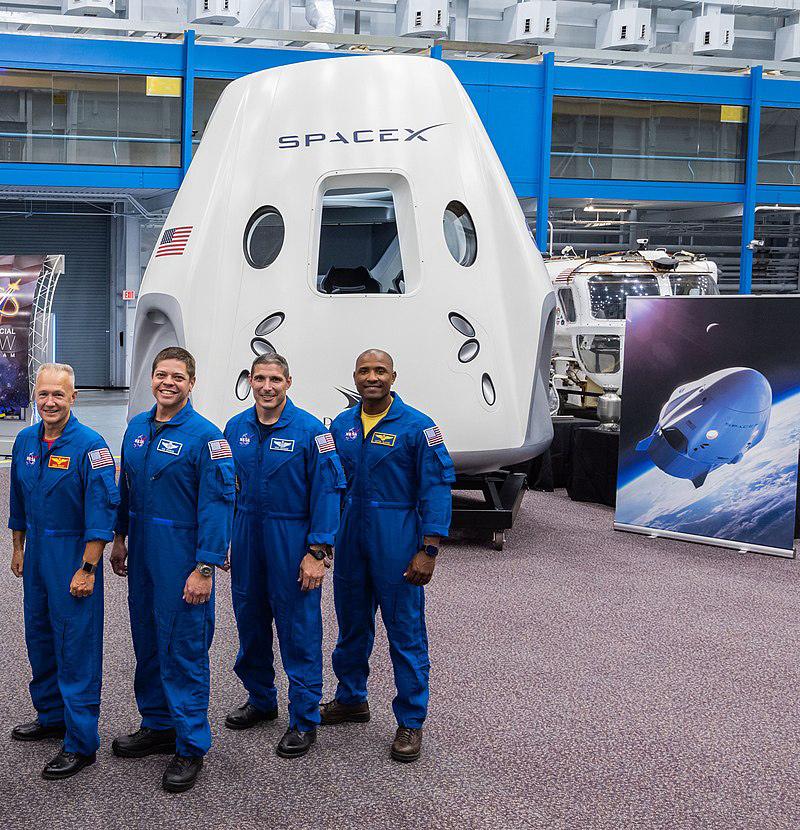 Будущие пилоты корабля Dragon 2 (слева направо): Дуглас Хёрли, Роберт Бенкен, Майкл Хопкинс и Виктор Гловер. Фото SpaceX