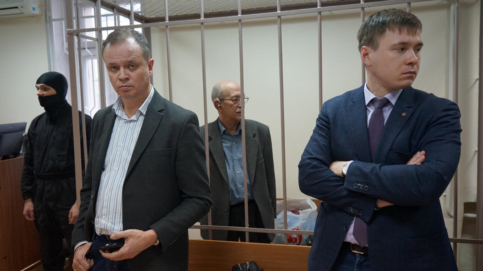 Адвокаты Иван Павлов и Евгений Смирнов и Виктор Кудрявцев в Лефортовском суде