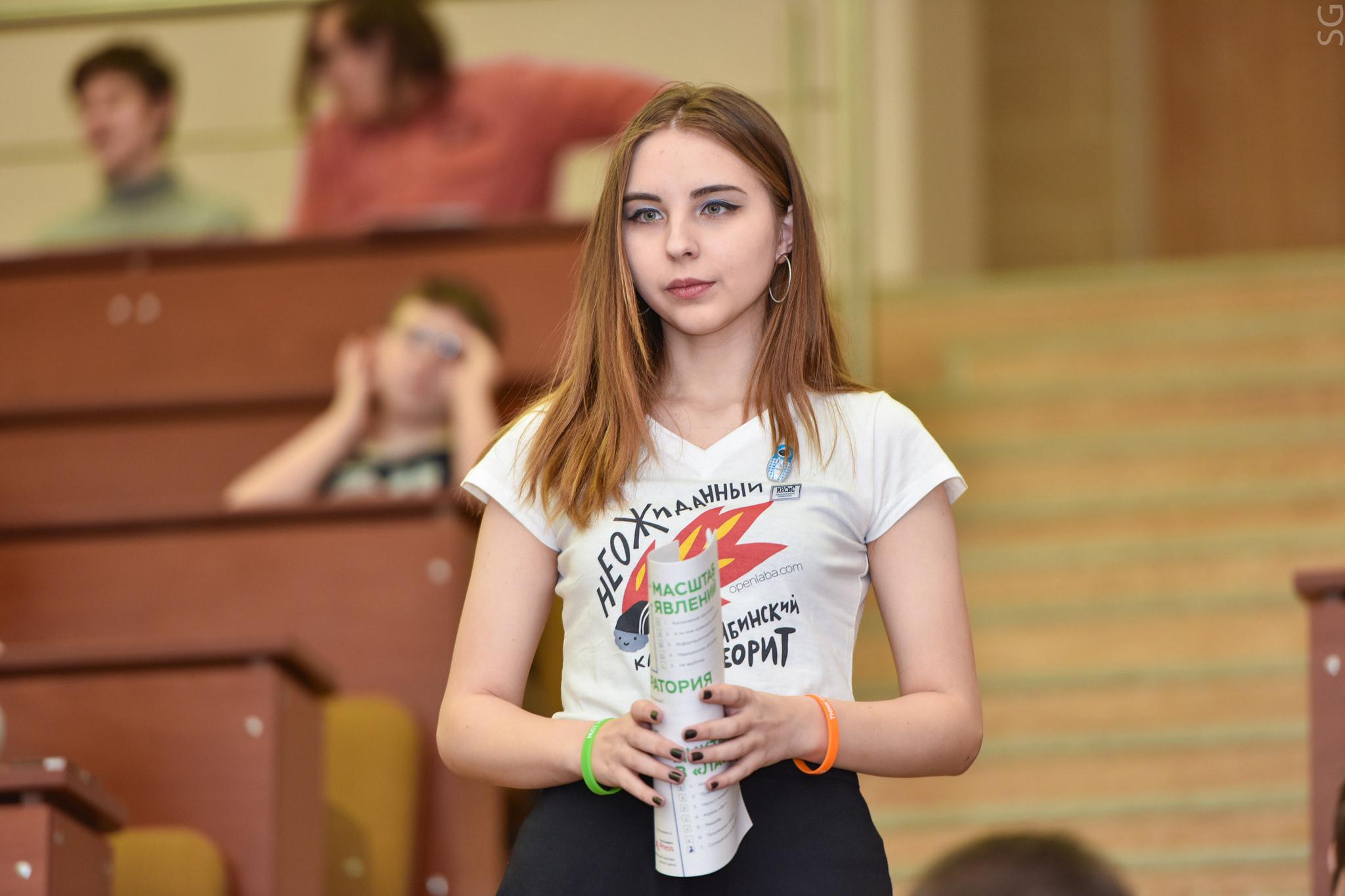 Портрет среднего «лаборанта: старшеклассница из крупного российского города или университетского центра.