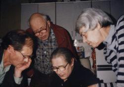 С Андреем Сахаровым за составлением списка политзаключенных, 1988 год. Фото Т. Янкелевич