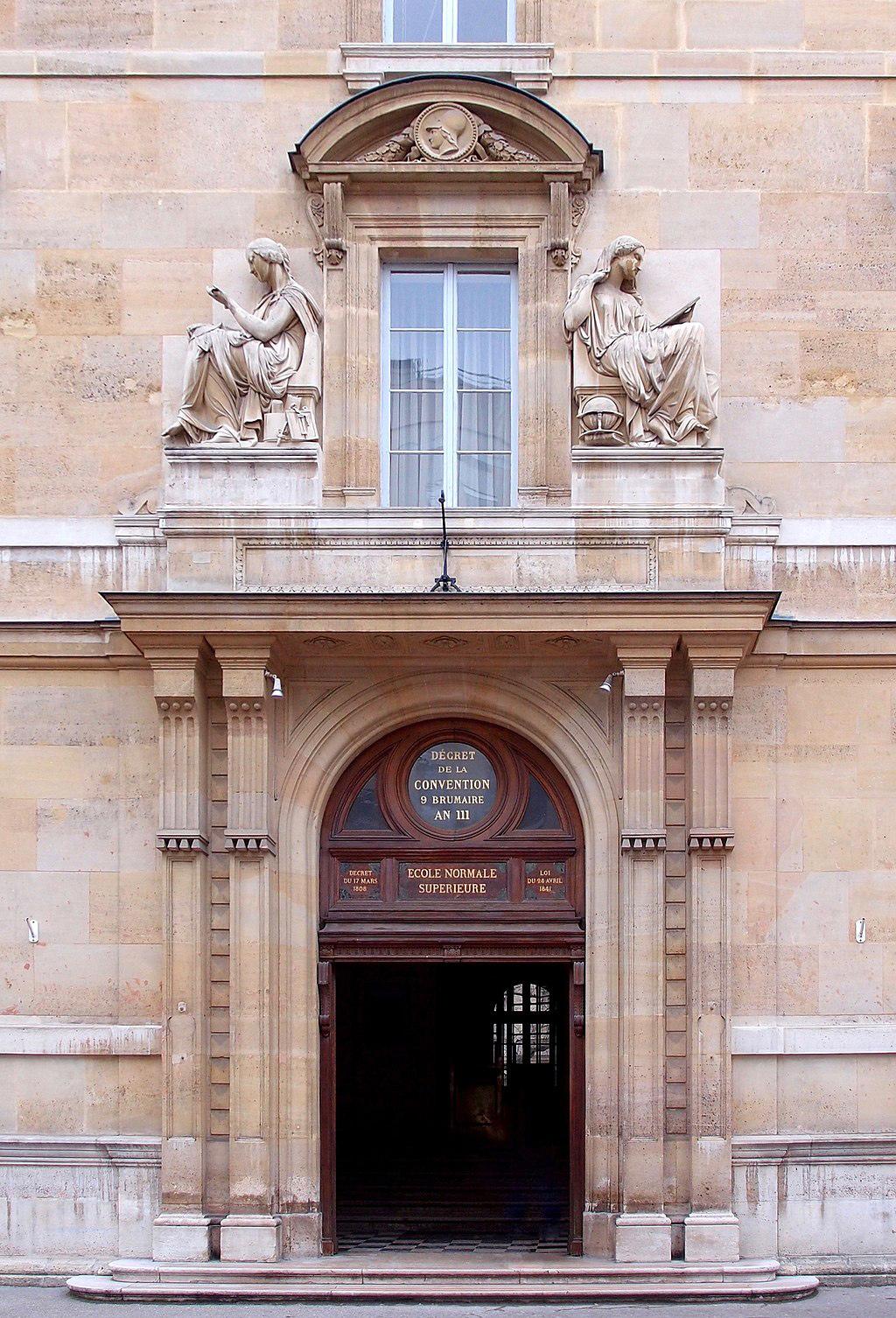 Вход в историческое здание Высшей нормальной школы («Википедия»)