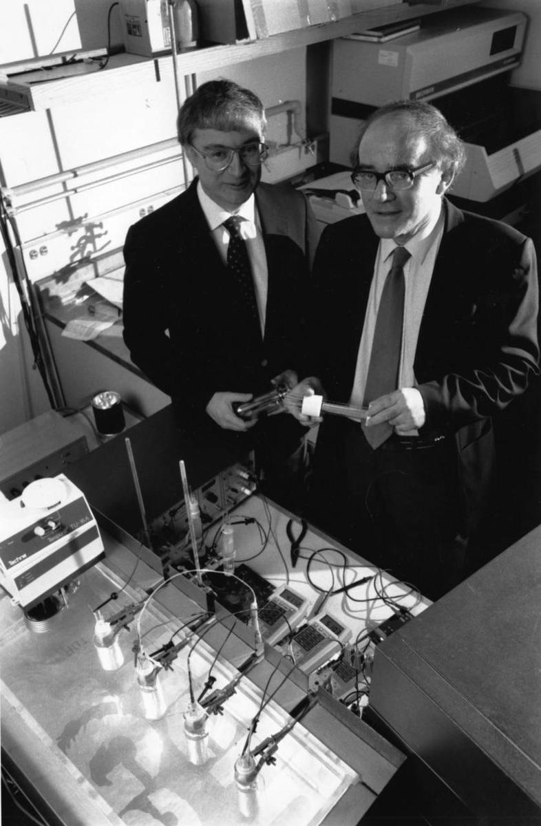 Понс и Флейшман в лаборатории Университета Юты в марте 1989 года. Фото с сайта undsci.berkeley.edu