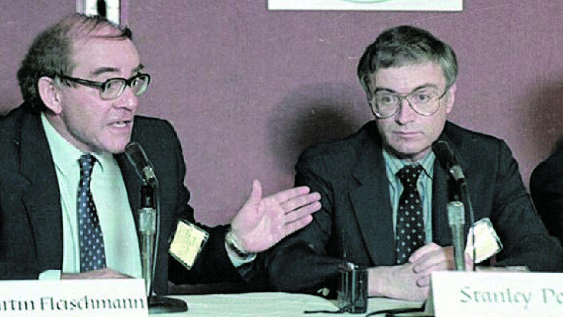 Флейшман и Понс на пресс-конференции в Лос-Анджелесе 9 мая 1989 года. Фото с сайта foxnews.com
