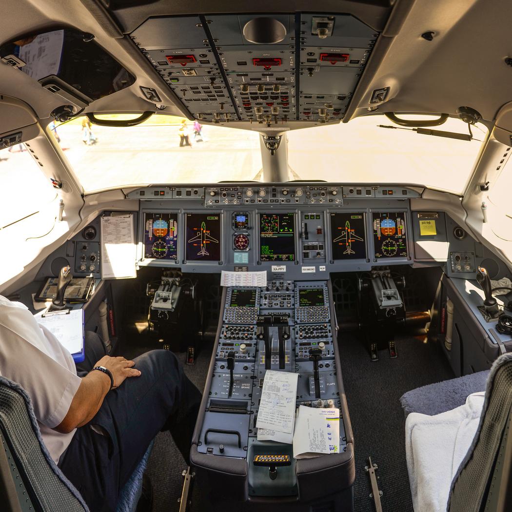 В кабине SSJ 100. Фото Ralf Roletschek («Википедия»)