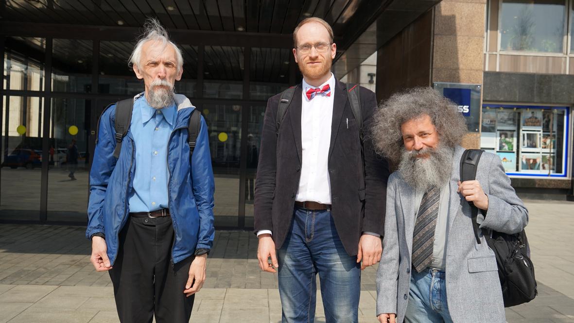 Члены комиссии на конференции: В.Васильев и «диссернетовцы» А.Заякин и М.Гельфанд. Фото Н.Деминой