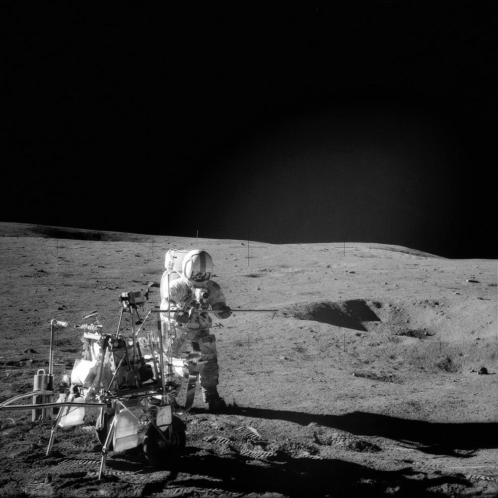 Астронавт Алан Шепард на поверхности Луны 6 февраля 1971 года (NASA, AS14-68-9405)