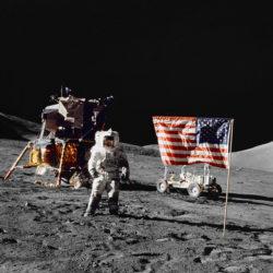Астронавт-геолог Харрисон Шмитт на лунной поверхности 13 декабря 1972 (NASA, AS17-134-20382)