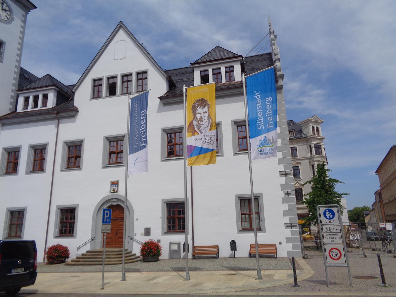 Юбилейные флаги в центре Фрайберга
