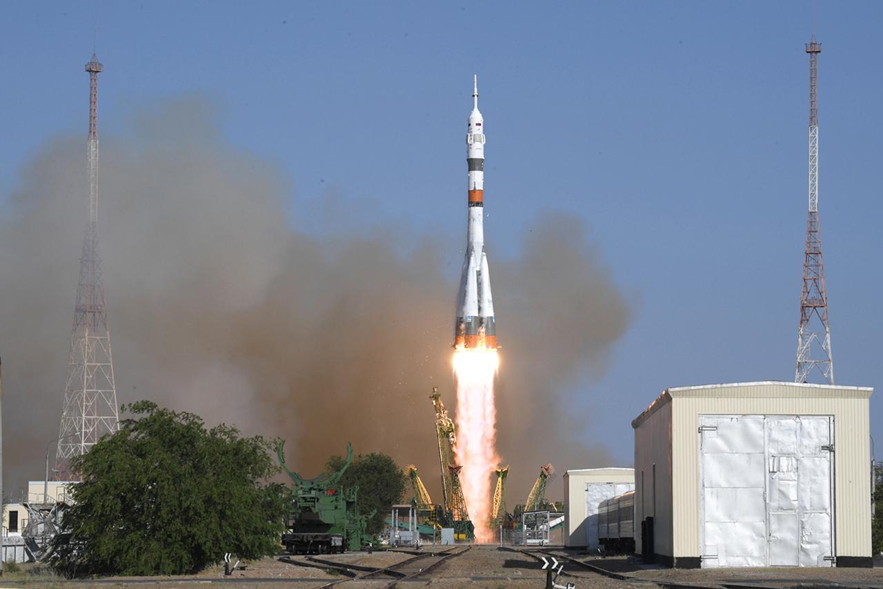 Старт ракеты-носителя «Союз‑2.1а» с космическим кораблем «Союз МС‑14»