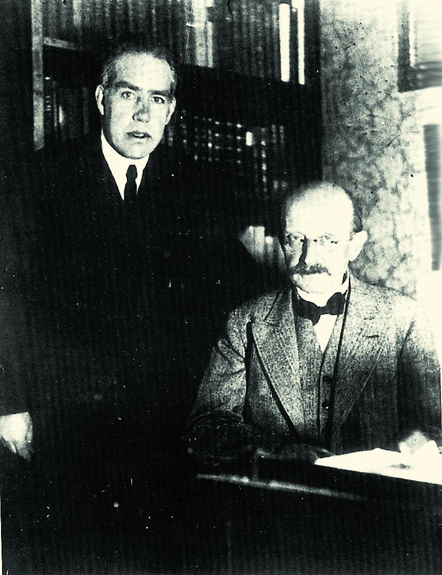 Нильс Бор и Макс Планк, 1920-е годы. Фото из книги [2]