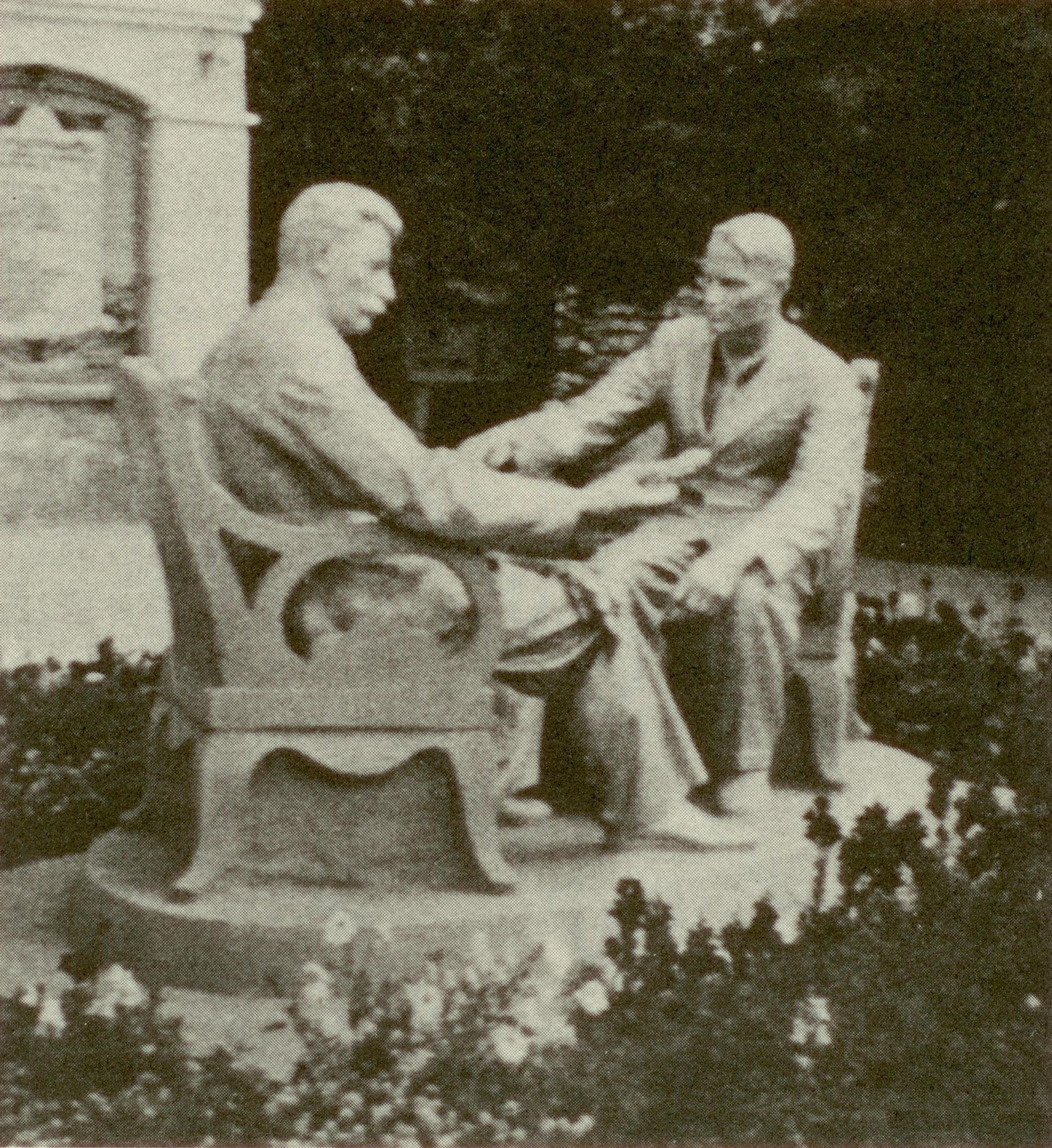 Скульптурная группа: Сталин и Лысенко