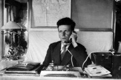 Фёдор Раскольников на яхте «Межень». 1920 год. «Википедия»