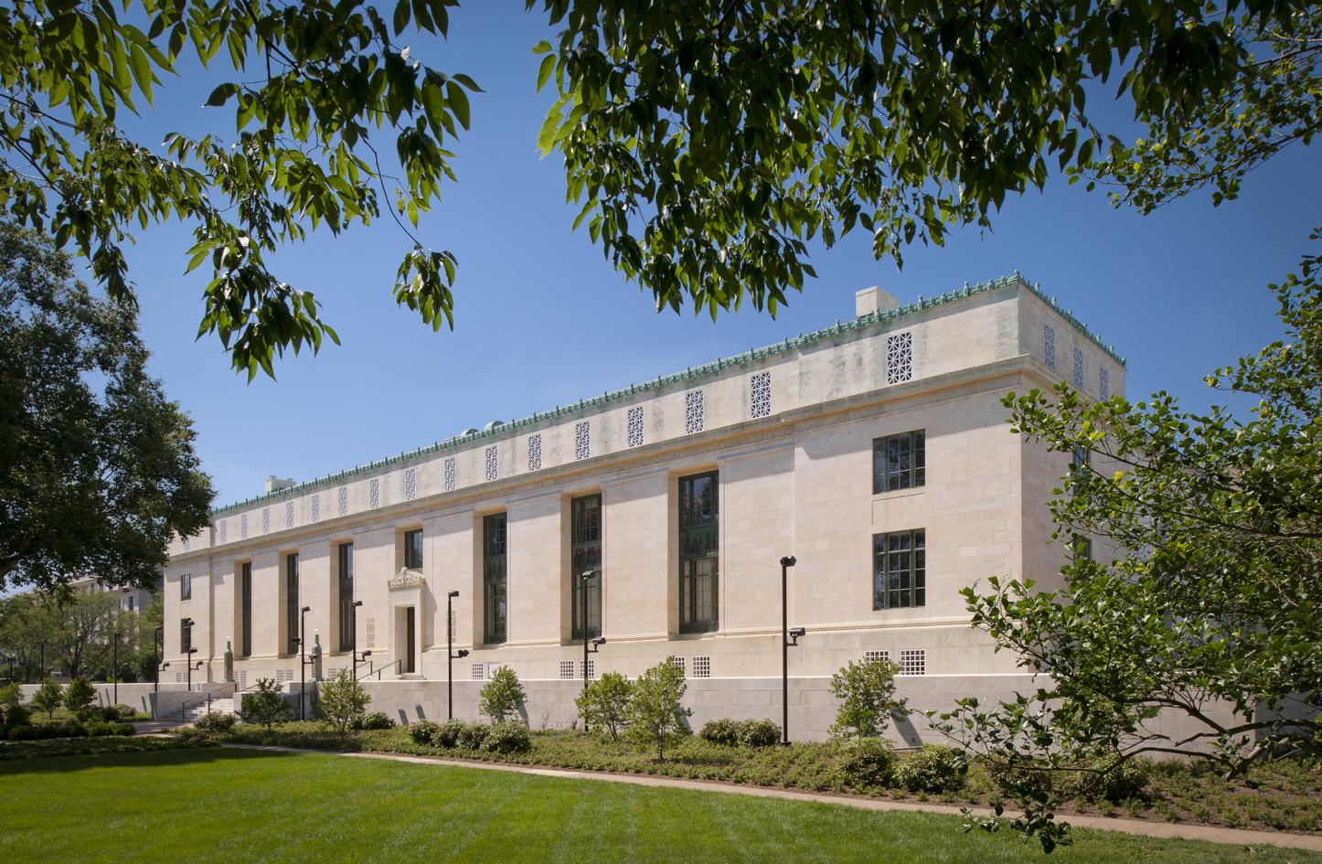 Историческое здание Национальной академии наук США в Вашингтоне. Фото Maxwell MacKenzie