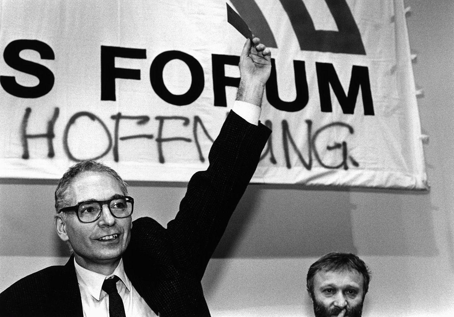 Йенс Райх — депутат Народной палаты ГДР от «Нового форума». Начало 1990-го