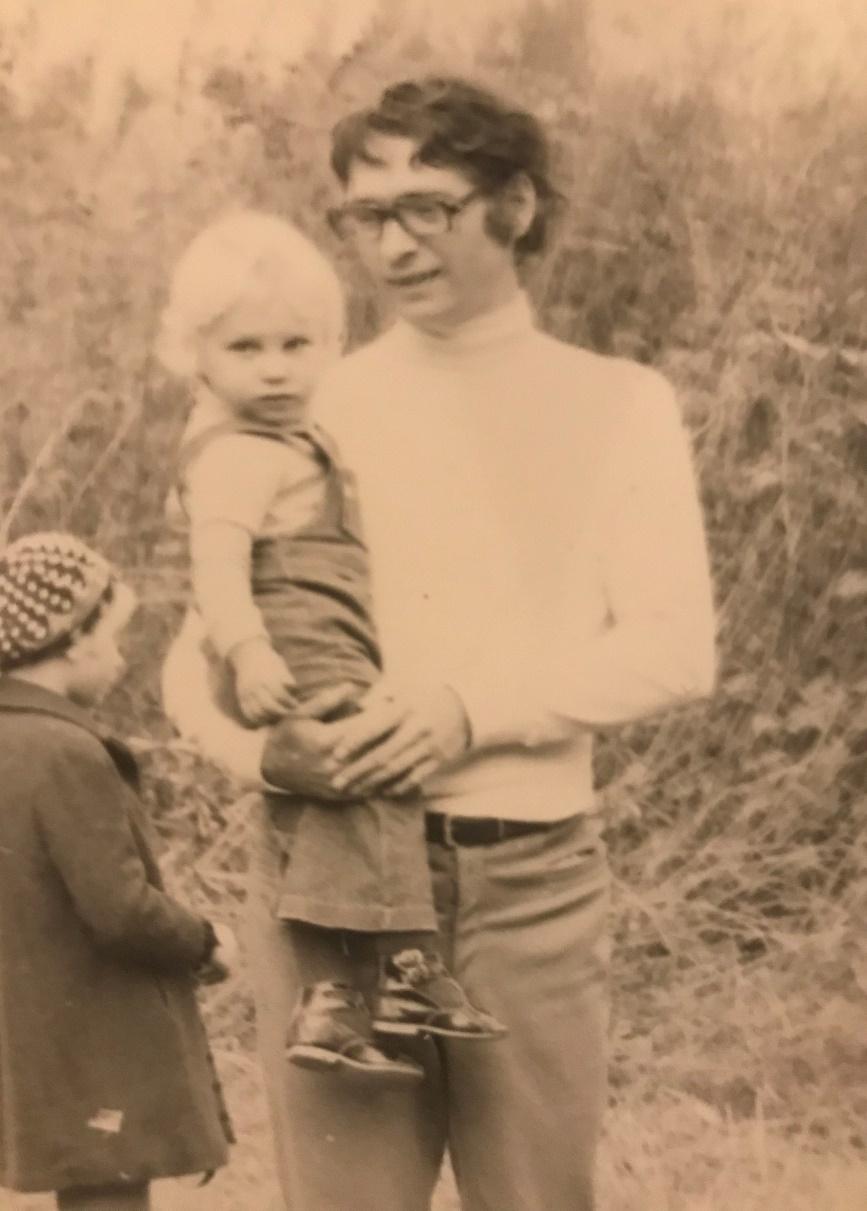 Йенс Райх в Пущино на прогулке с дочерью Стефани (ныне профессором физики наноструктур в Свободном университете Берлина). Середина 1970-х