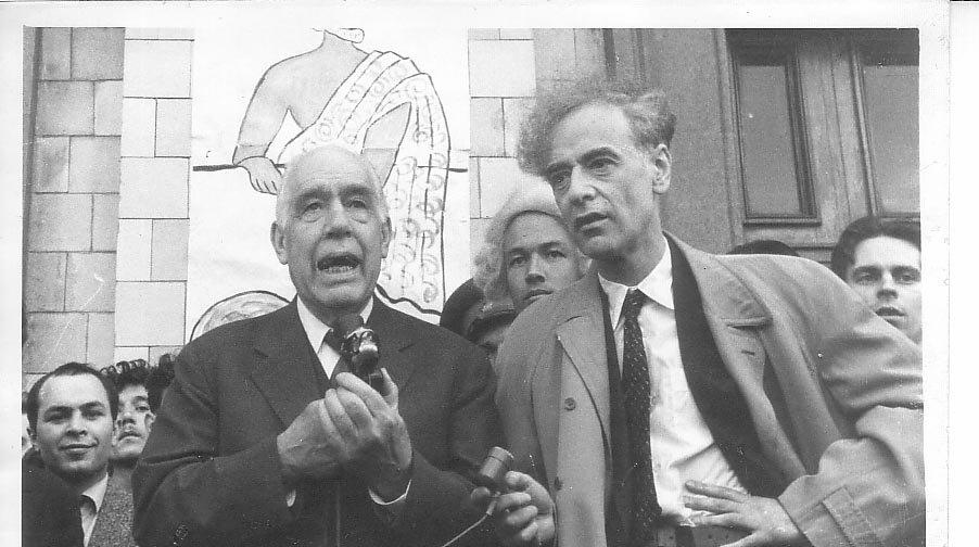 День Архимеда на физфаке МГУ, май 1961 г. На переднем плане гости праздника Нильс Бор и Лев Ландау. Крайний справа на заднем плане — Ю. В. Гапонов
