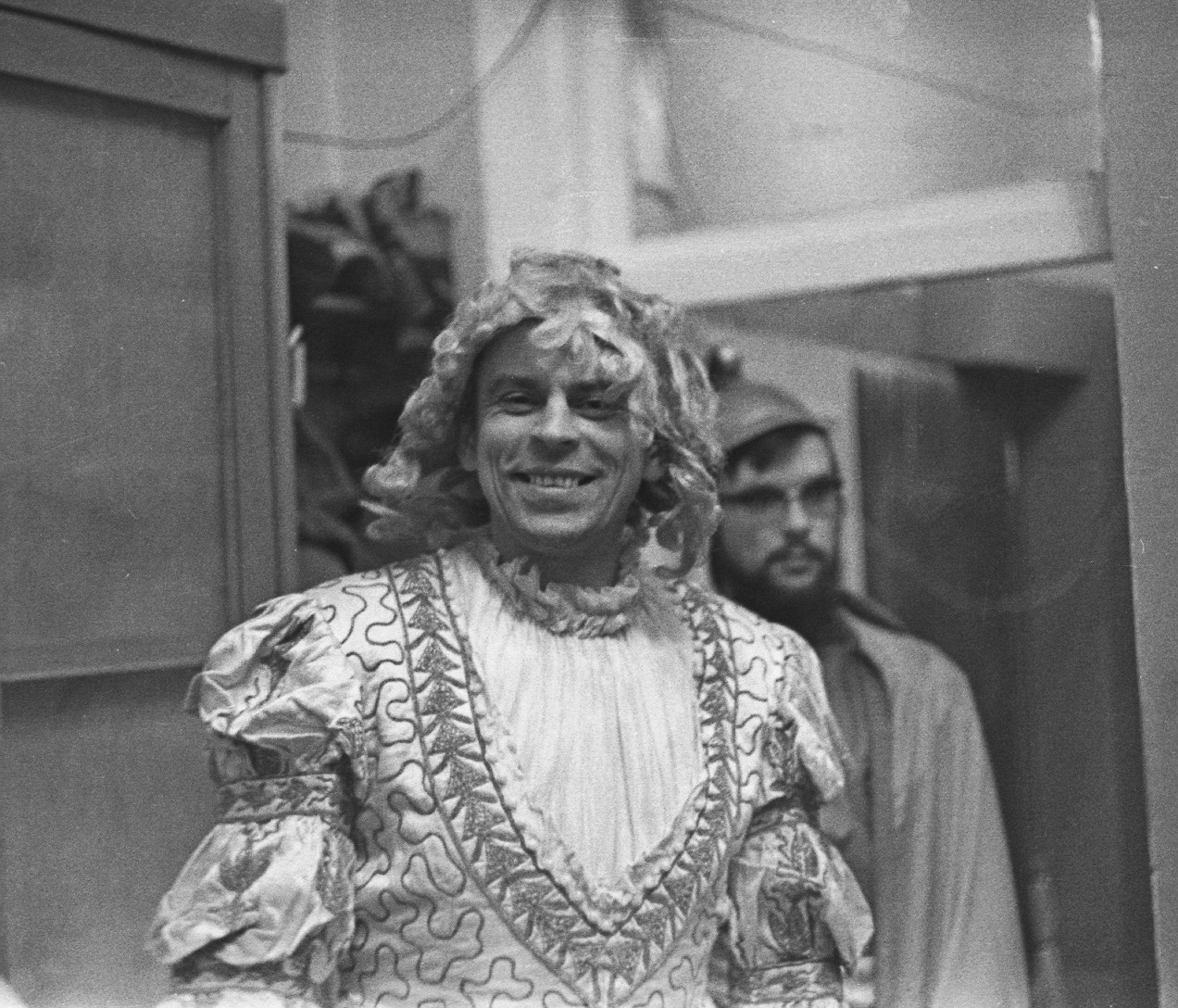 Ю.В. Гапонов в роли Аполлона во время исполнения оперы «Архимед» в 1973 году в Институте металлургии АН СССР им. А.А. Байкова
