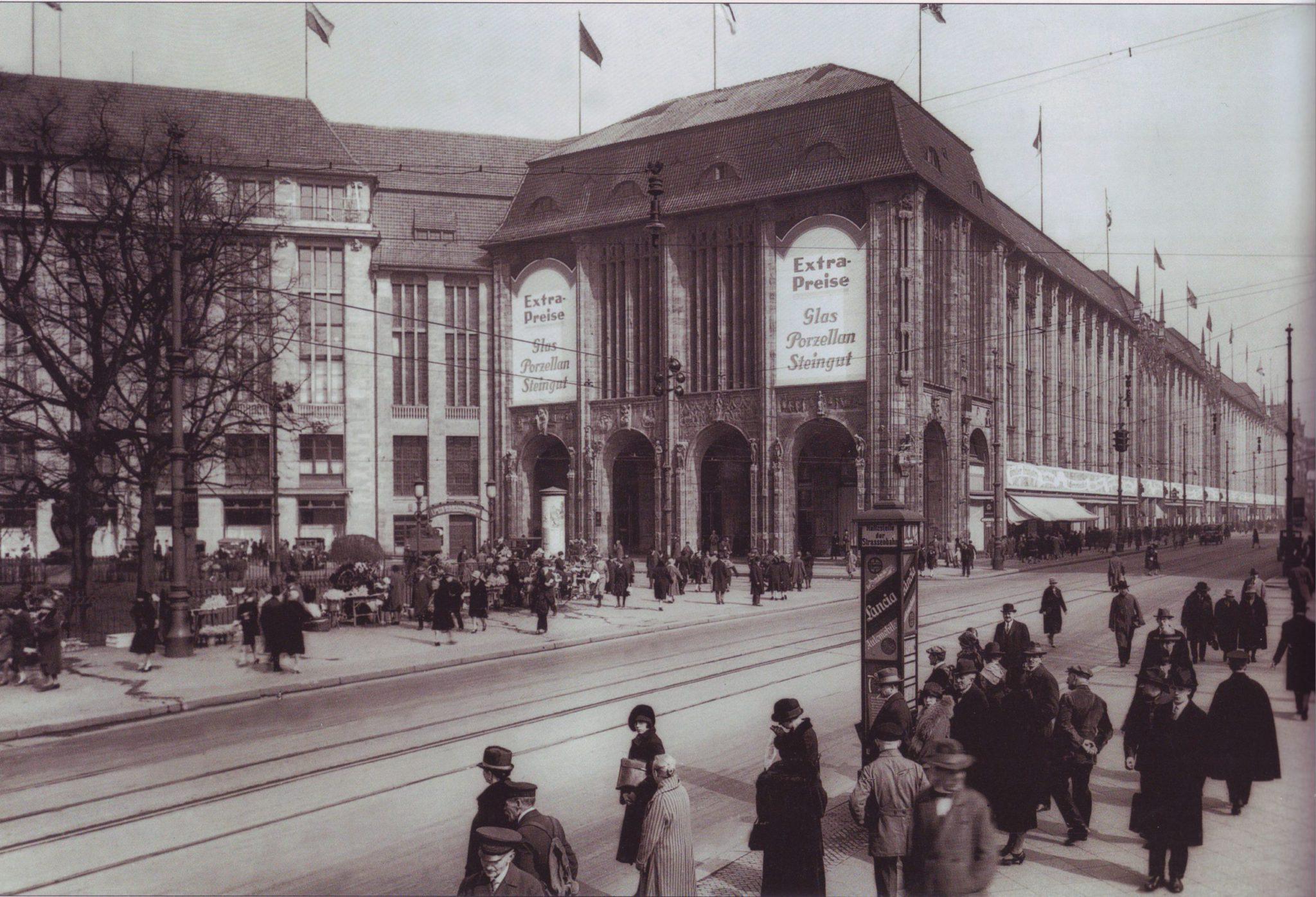 Универмаг «Вертхайм» на Лейпцигской площади в Берлине (1920-е годы). Фото Вальдемара Титценталера. «Википедия»