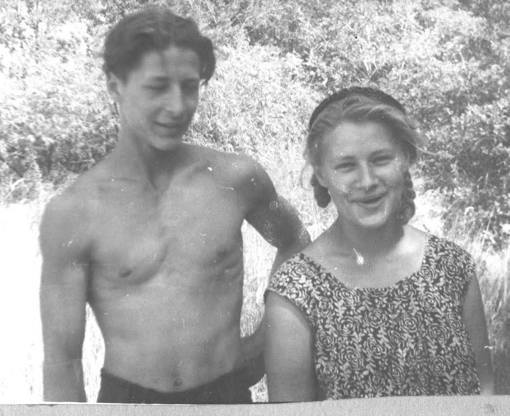 Евгений Александров с сестрой Натальей. 1953 год