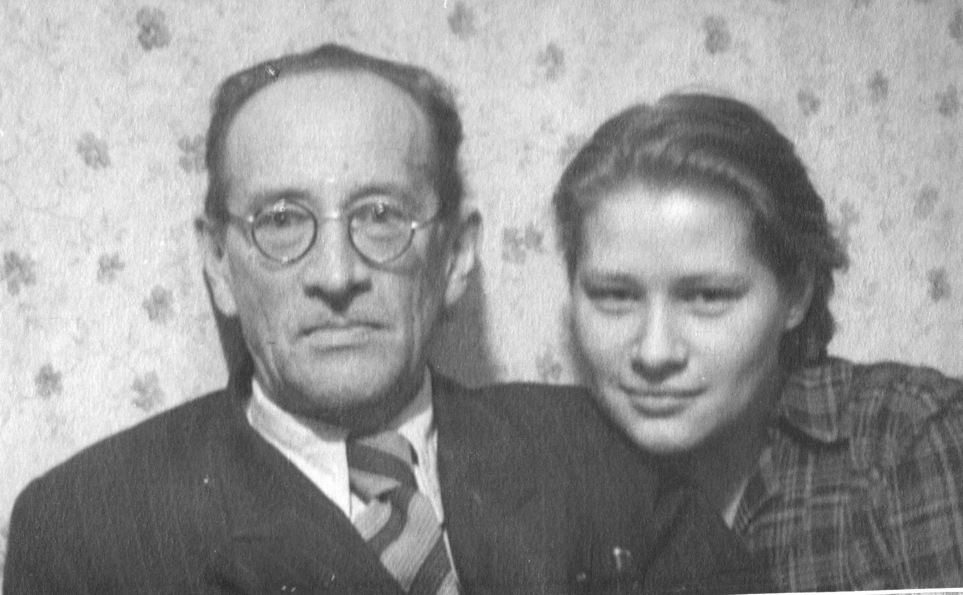 Борис Петрович Александров с дочерью Натальей, 1950 год