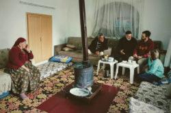 Юлия Фурман и Никита Кузин работают с информантами в деревне Арках