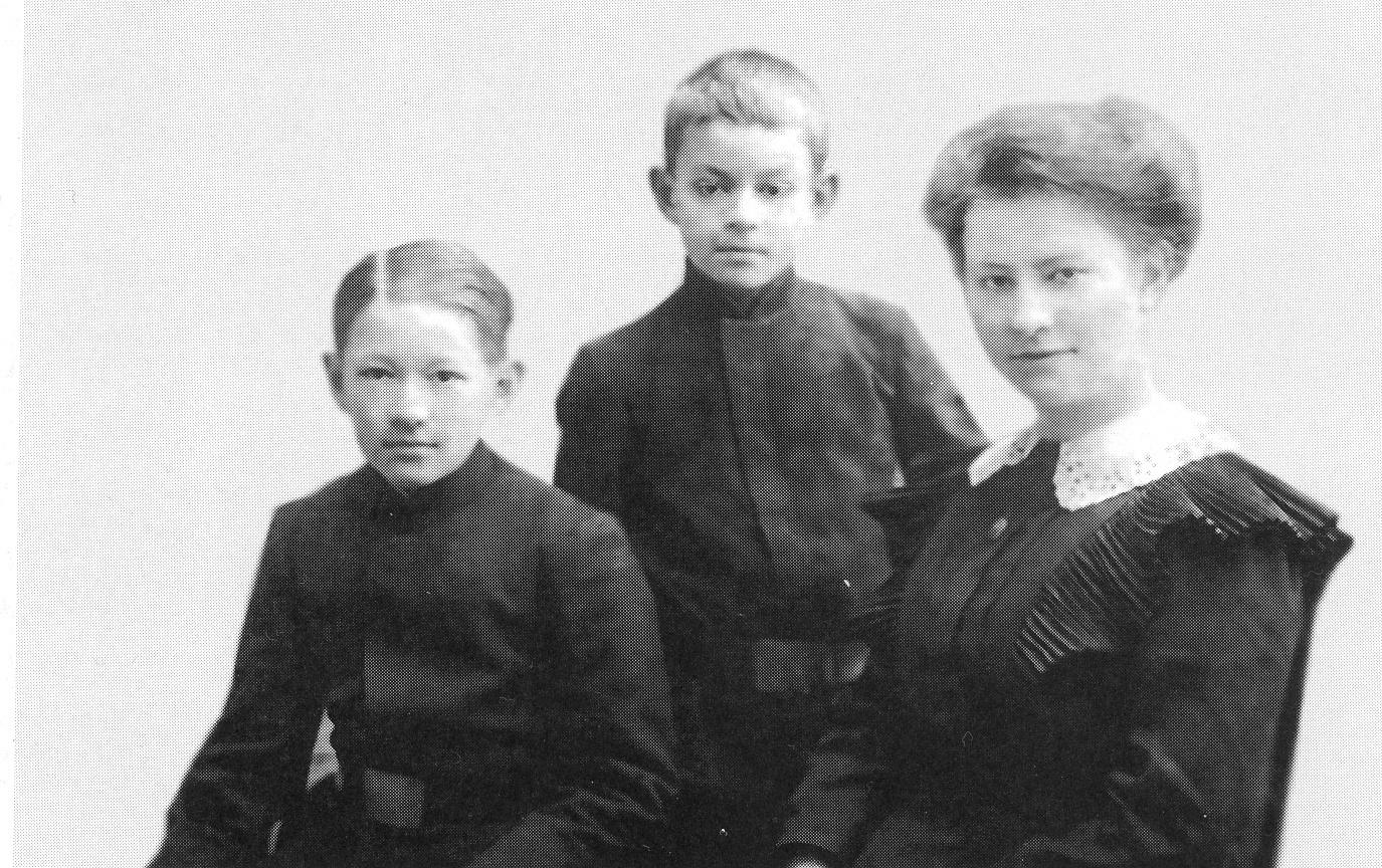 Борис, Анатолий и Валерия Александровы, 1912 год