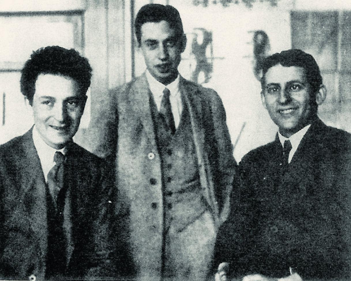 Слева направо: Оскар Кляйн, Джордж Уленбек и Сэмюэль Гаудсмит, 1920-е годы