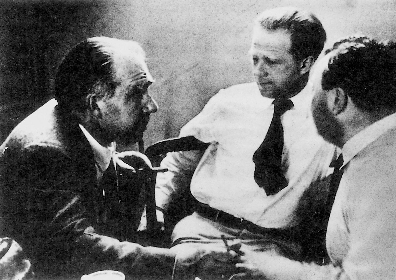 Бор, Гейзенберг и Паули. Фото из книги: Fischer Ernst. Niels Bohr. Physiker und Philosoph des Atomzeitalters. München: Siedler Verlag, 1987