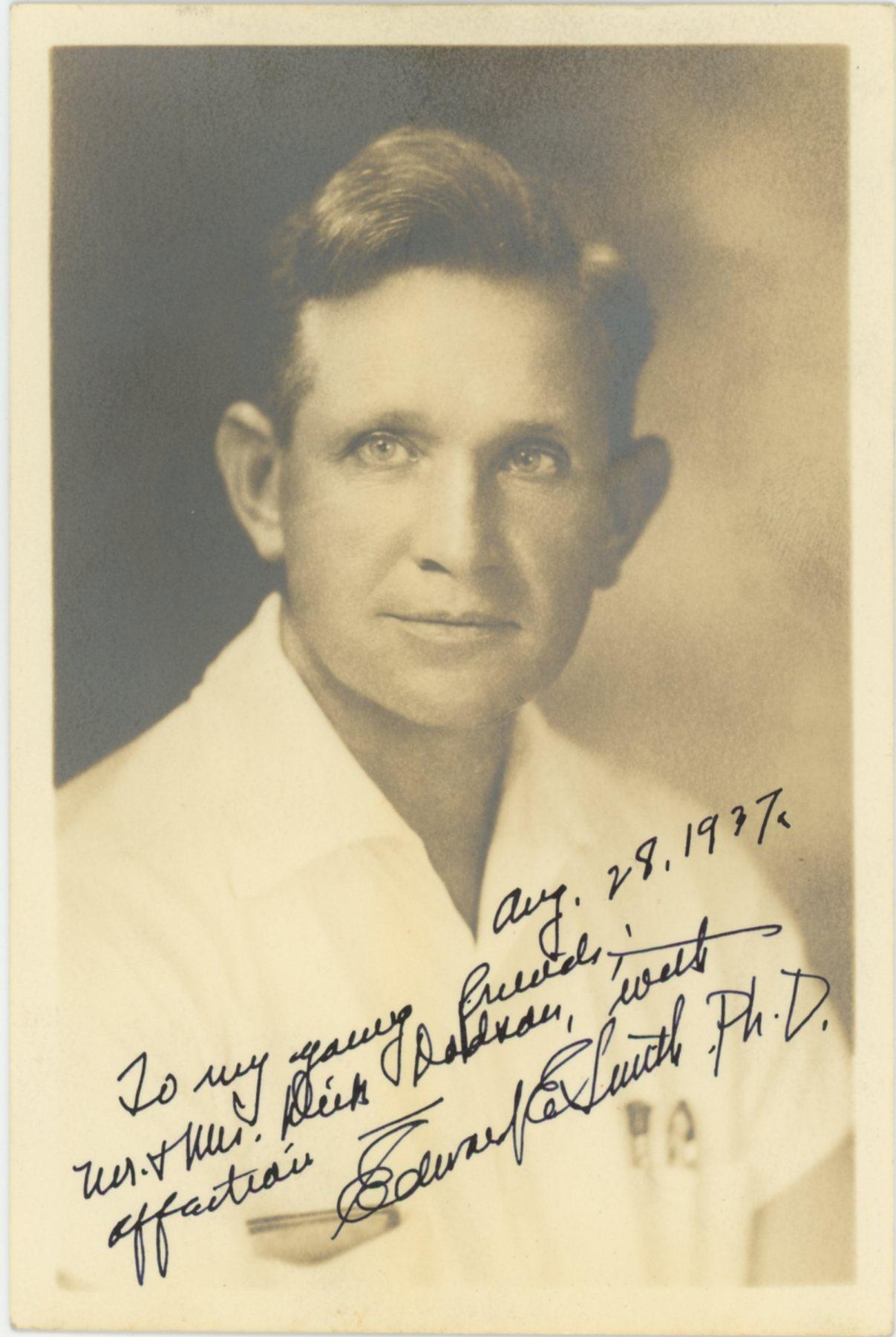 Портрет Э.Э. Дока Смита без очков с автографом для Дика Додсона. 28 августа 1937 года. jwkbooks.com