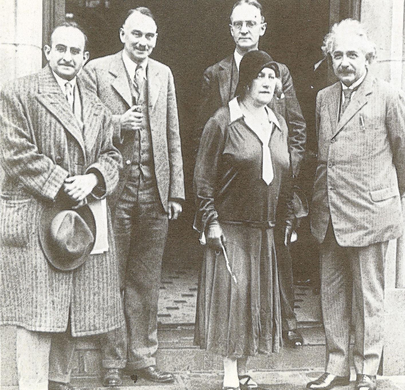 Альберт и Эльза Эйнштейн (справа) и Вальтер Майер (слева) с коллегами из Калифорнийского технологического института, Калифорния, США, 1931 год