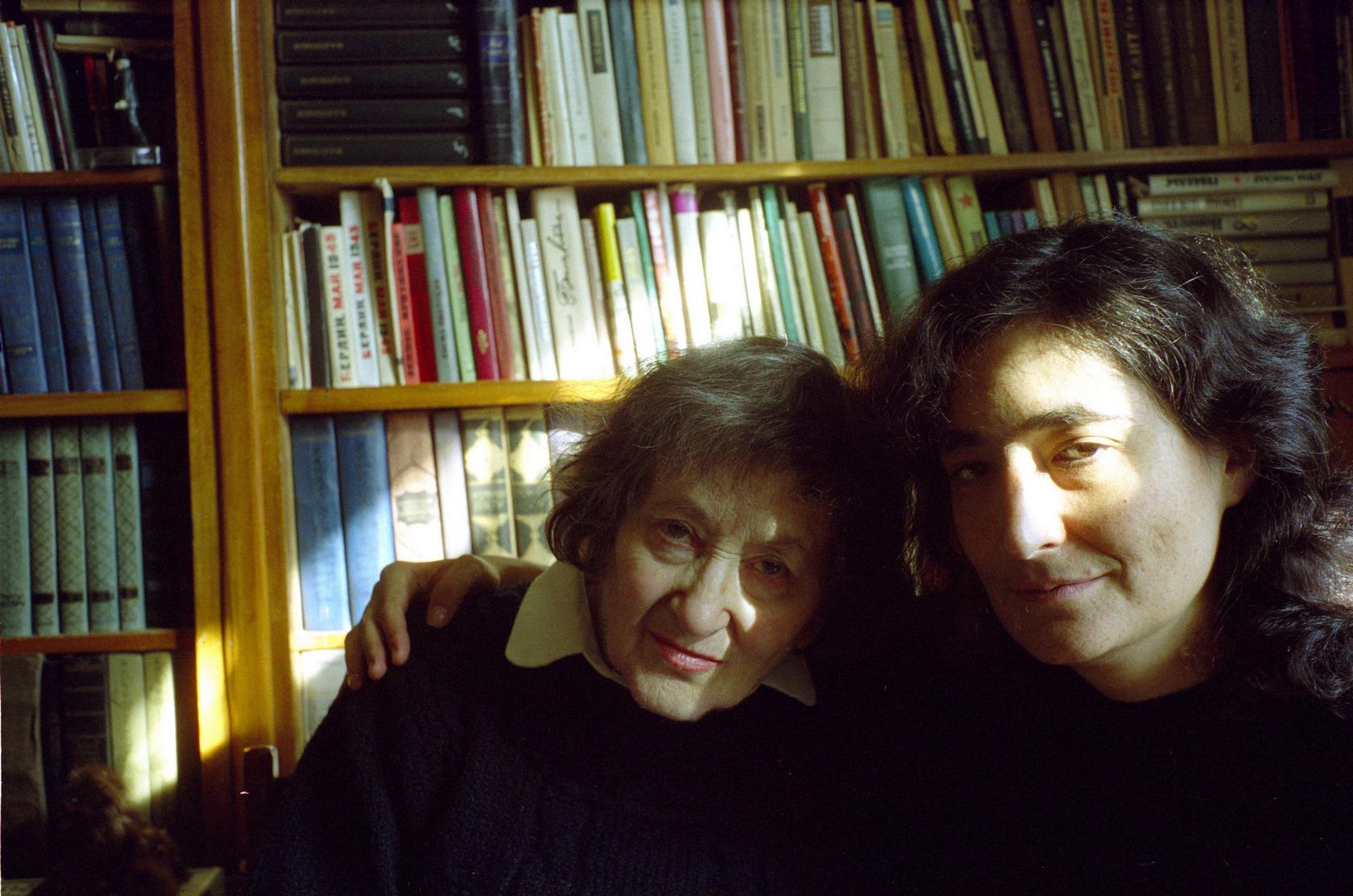 Елена Ржевская с внучкой Любой в пору подготовки восстановленного варианта «Берлин, май 1945» (2005 год)