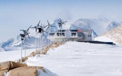 Бельгийская станция Princess Elisabeth Antarctica — первая в мире антарктическая станция с нулевым загрязнением окружающей среды. International Polar Foundation — René Robert