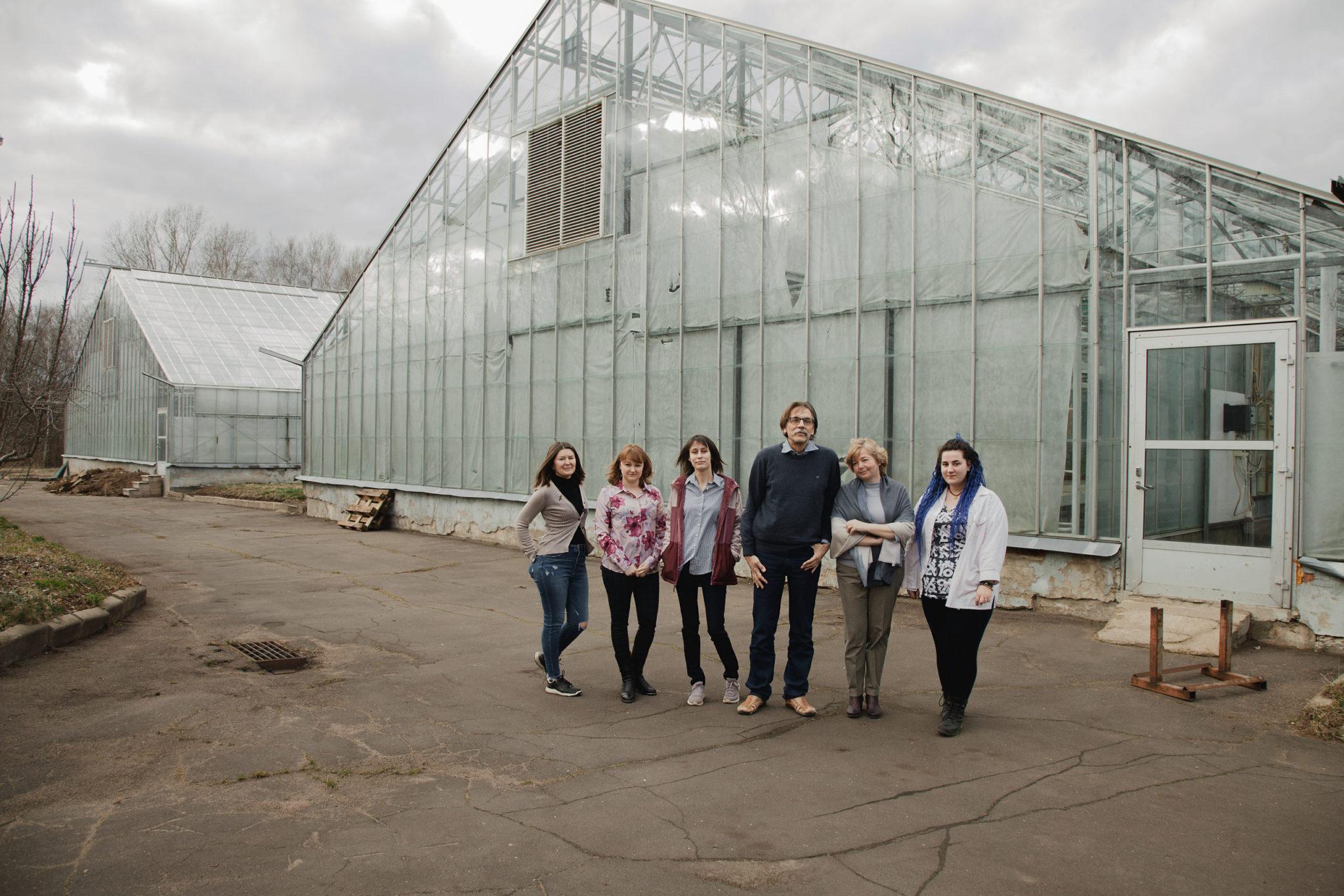 Слева направо: Лилия Фахранурова, Олеся Мельник, Татьяна Каратаева, Сергей Долгов, Татьяна Митюшкина, Арина Дюф