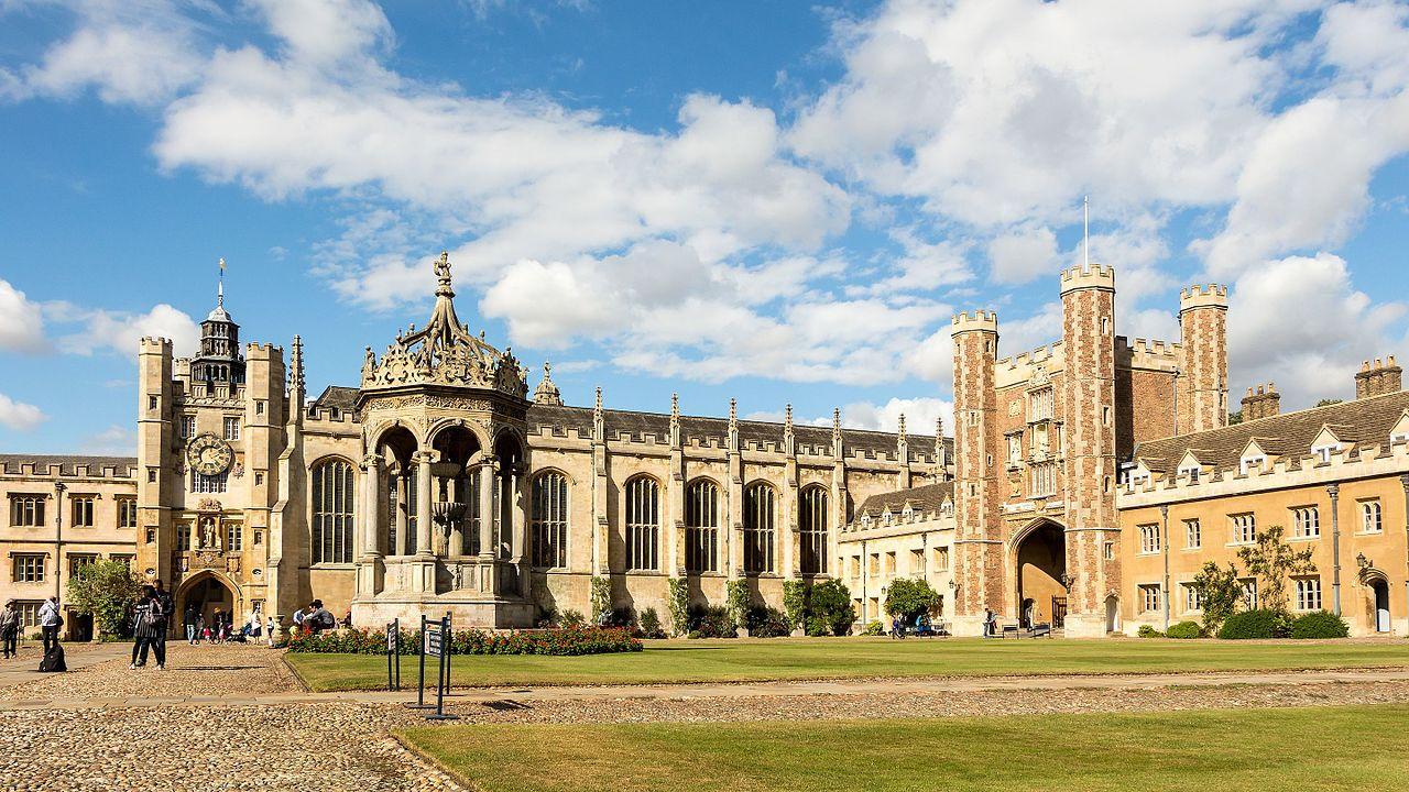 Большой двор Тринити-колледжа, Кембриджский университет, Великобритания