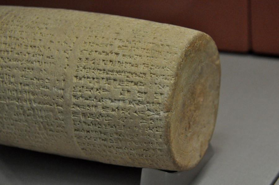 Глиняный цилиндр Набонида с описанием раскопок храма Шамаша в Ларсе, 555–539 годы до н. э., Британский музей. «Википедия»