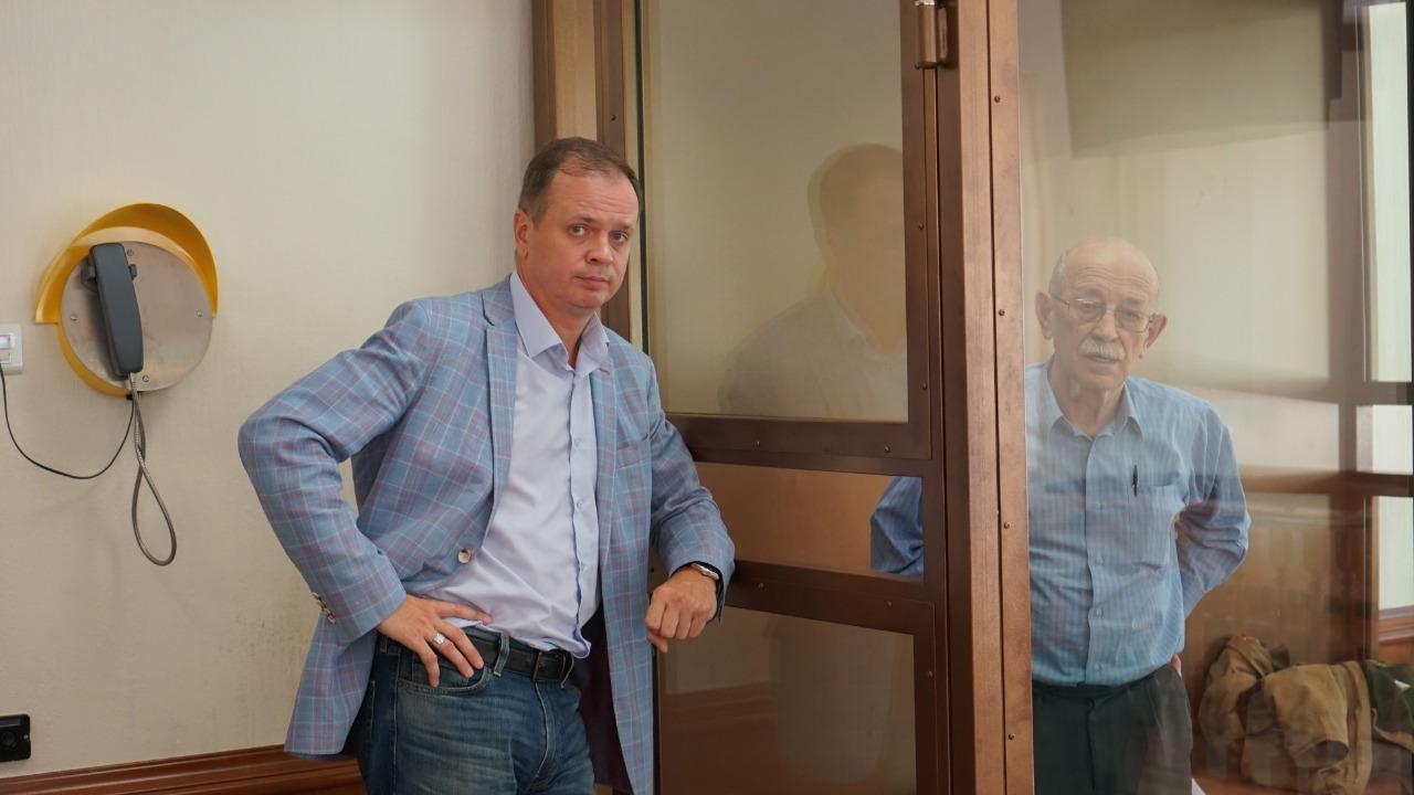 Иван Павлов с подзащитным Виктором Кудрявцевым в суде. Фото Н. Деминой