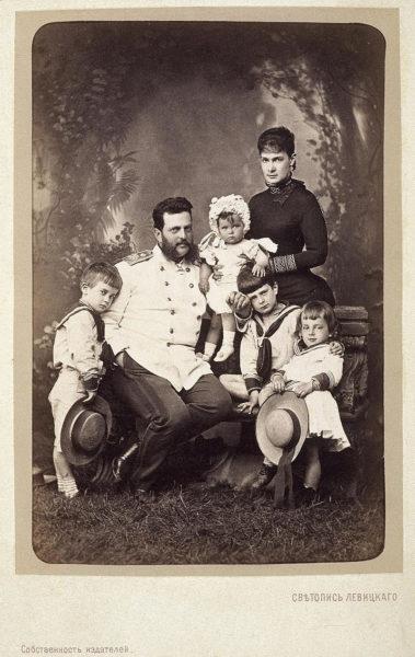 Портрет семьи великого князя Владимира Александровича. Фото С. Левицкого (ок. 1883 года)