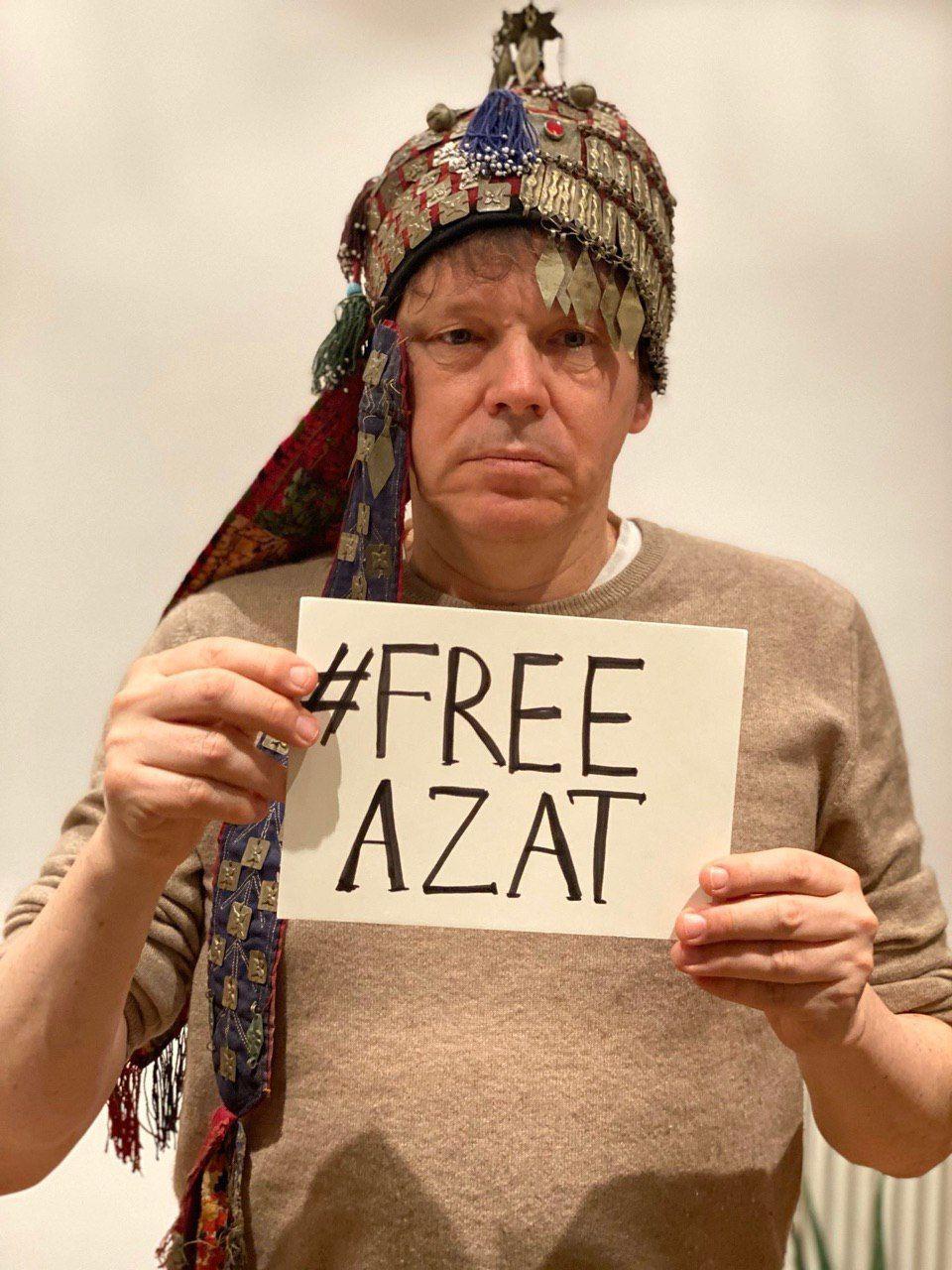 Антрополог Дэвид Грэбер (1961–2020) в поддержку Азата. Фото из группы в «Фейсбуке» FreeAzat, март 2020 года