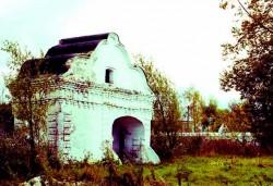 Поздние Святые врата комплекса (фото автора)