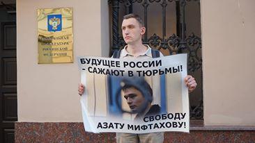 Константин Котов в пикете в поддержку математика Азата Мифтаховаоддержку