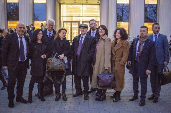 Команда адвокатов, выступивших на защиту К. Котова, у Мосгорсуда, 14 октября 2019 года. Фото А. Астаховой (С)