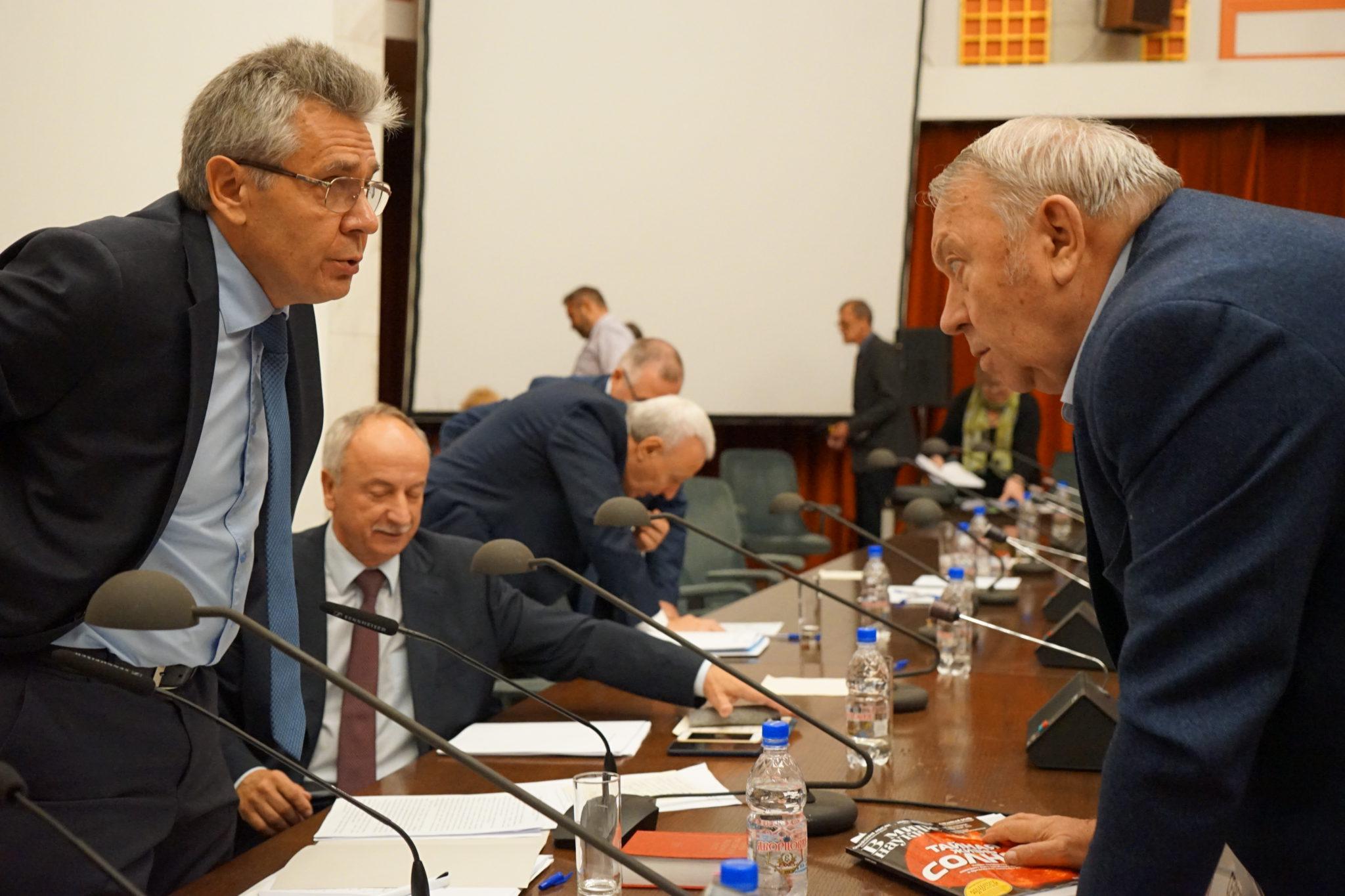 Президент РАН Александр Сергеев и его предшественник Владимир Фортов