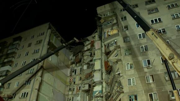 Взрыв в жилом доме в Магнитогорске произошёл 31 декабря 2018 года. В результате обрушился 10-этажный подъезд, погибли 39 человек. Фото с сайта kremlin.ru