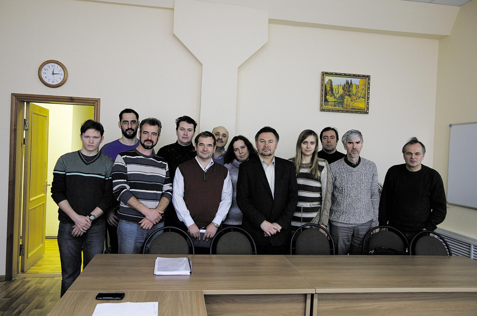 Коллектив, принимавший участие в работах по мегагранту. Снимки из архива В. Ракова