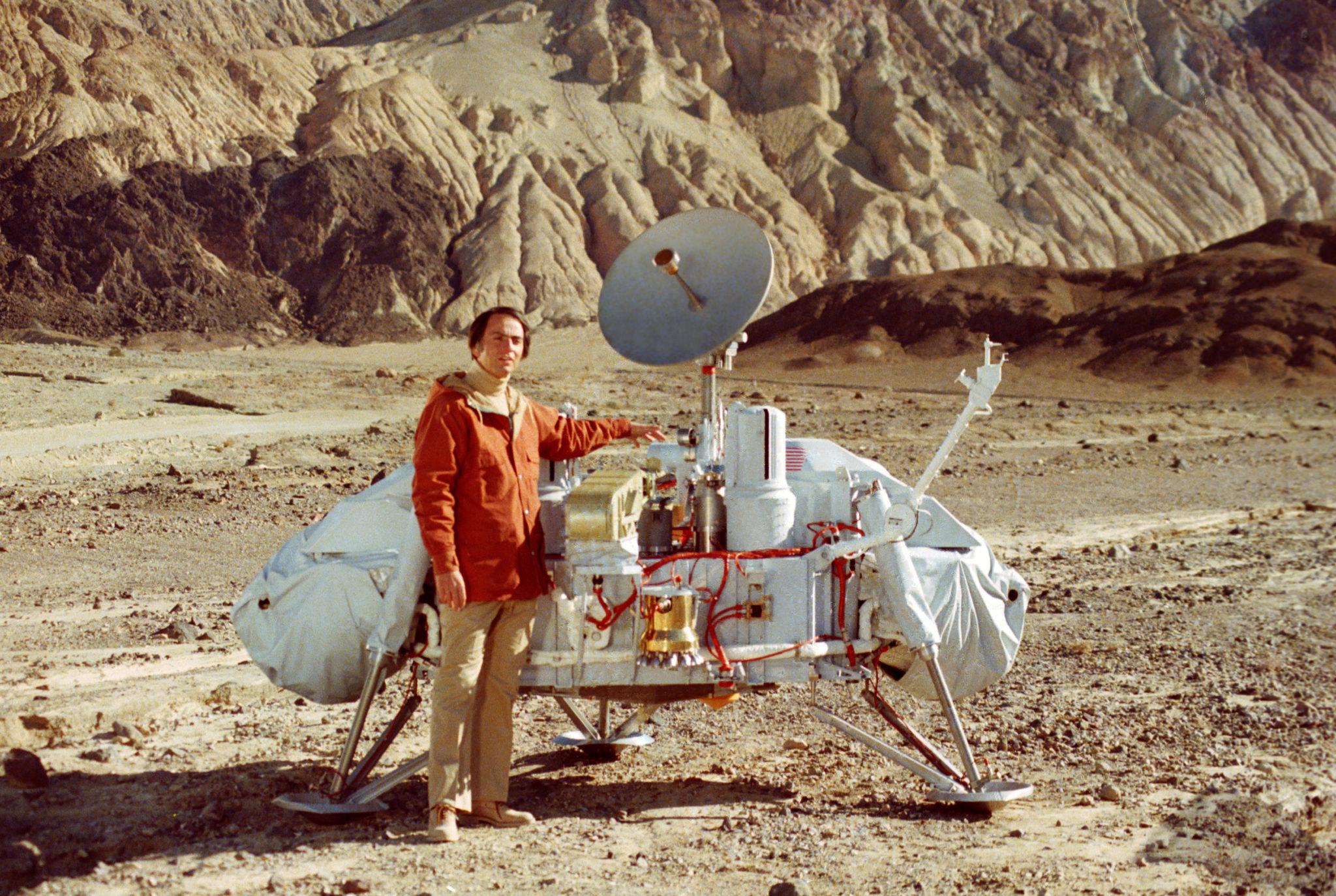 """Саган и """"Викинг"""". Фото NASA"""