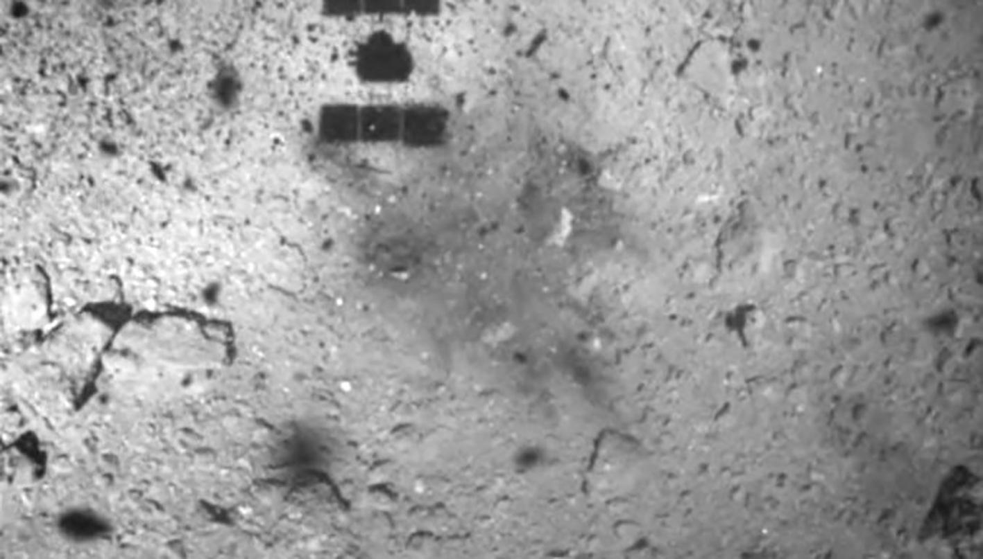 Сентябрьские «прыжки» Rover-1A (HIBOU) (вверху) и февральское соприкосновение с поверхностью «Хаябусы‑2»