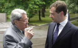 Ю. А. Трутнев и Д. А. Медведев в Сарове. Фото с сайта kremlin.ru
