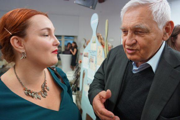 Леонид Иванович с внучкой.